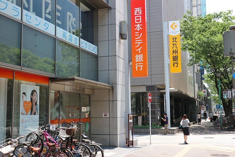 西日本シティ銀行さんの角を左に曲がります。